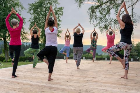 Yoga-in-der-Gruppe-Wolke-7